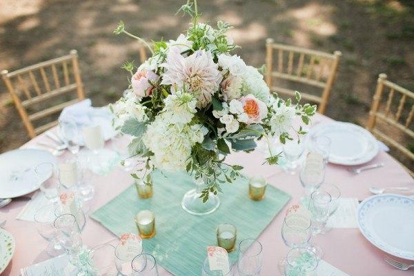 svadba-v-myatnom-cvete-oformlenie-foto