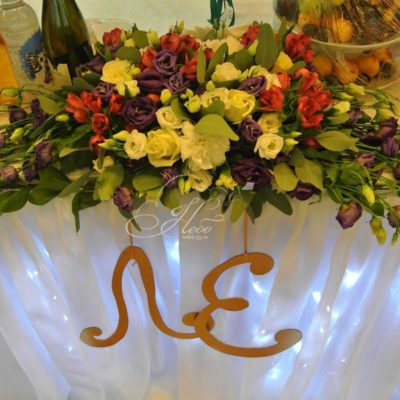 цветочная-композиция-на-стол-молодоженов