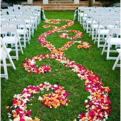25-romantic-wedding-aisle-petals-decor-ideas